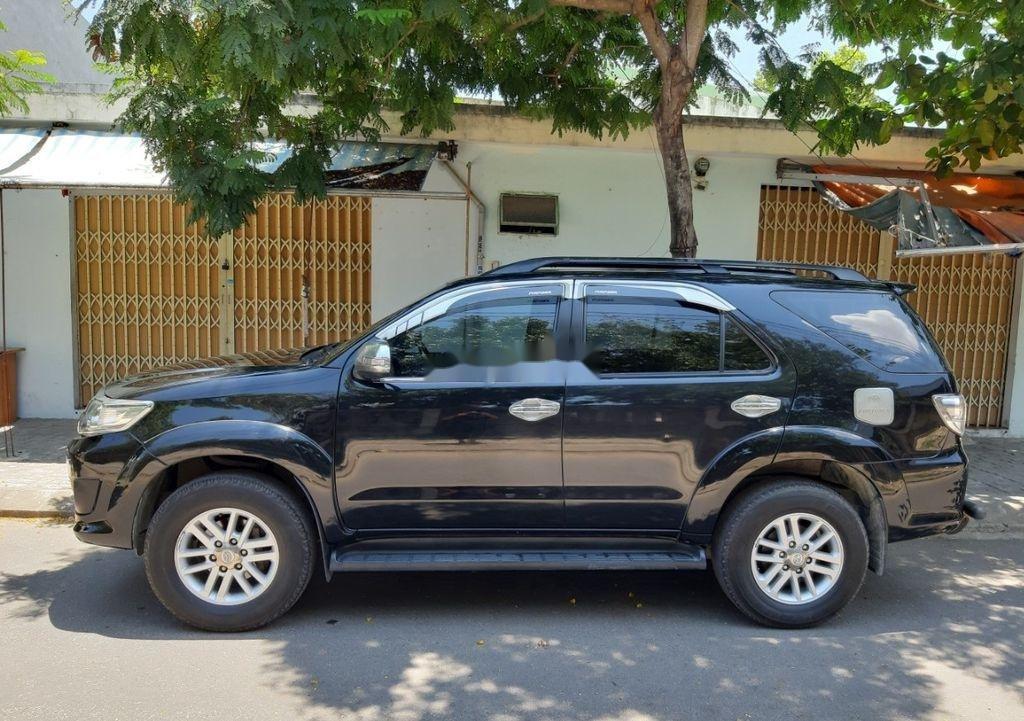 Cần bán lại xe Toyota Fortuner năm sản xuất 2014, màu đen, nhập khẩu nguyên chiếc   (3)
