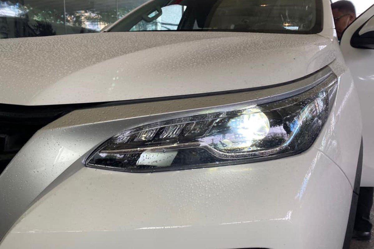 Lộ ảnh Toyota Fortuner 2020 tại đại lý trước ngày ra mắt, đáp trả Kia Sorento a2