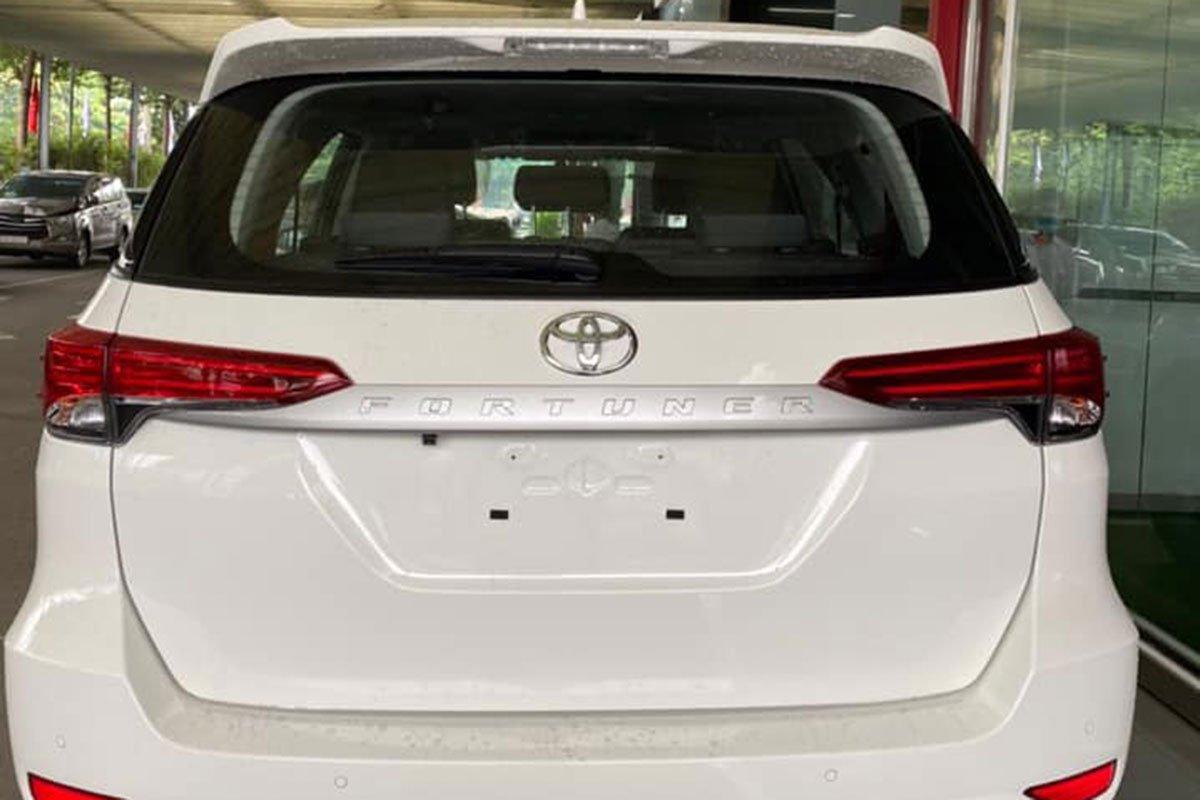 Lộ ảnh Toyota Fortuner 2020 tại đại lý trước ngày ra mắt, đáp trả Kia Sorento a3