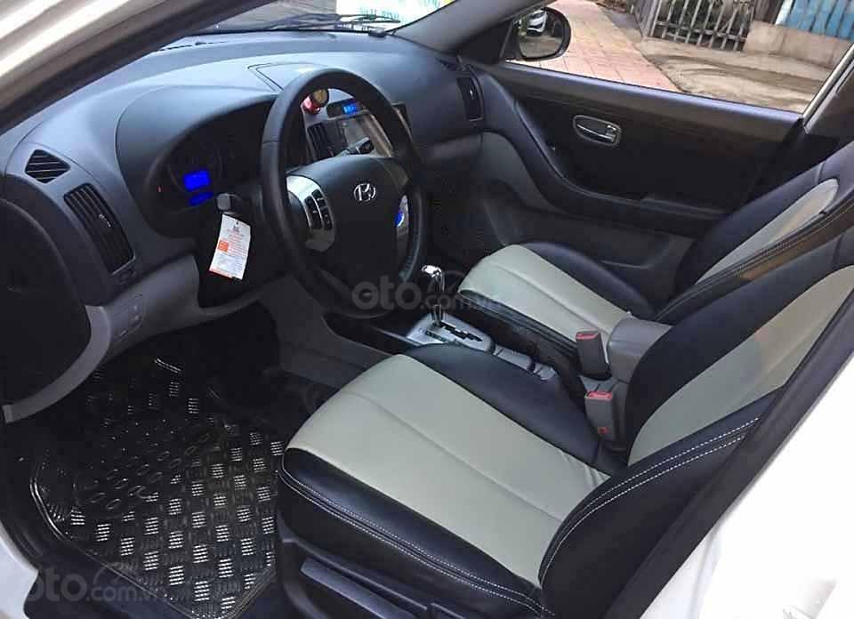 Bán Hyundai Avante sản xuất 2012, màu trắng còn mới (5)