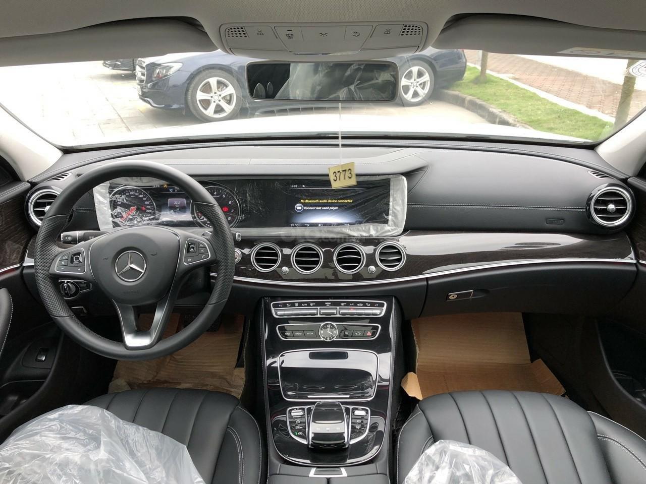 Giá tốt: Mercedes E250 bảo hành đến 2022 mới 99% (4)