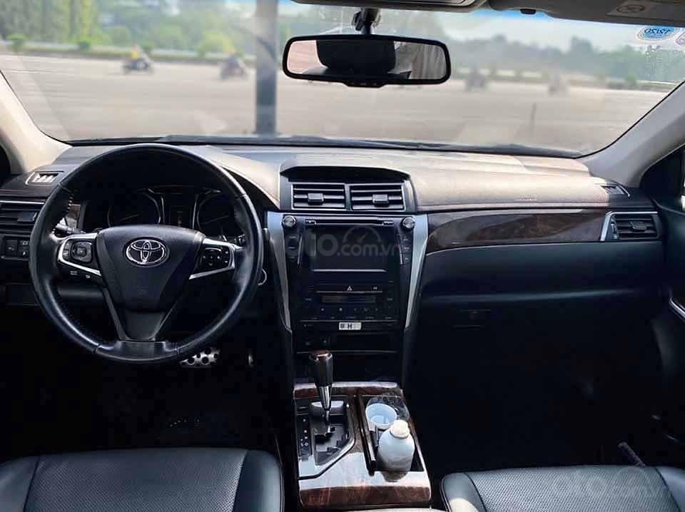 Bán xe Toyota Camry 2.5Q đời 2016, màu đen còn mới (4)