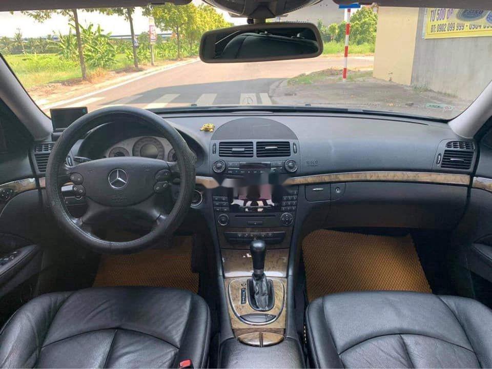 Gia đình bán Mercedes E200 đời 2007, màu đen  (11)