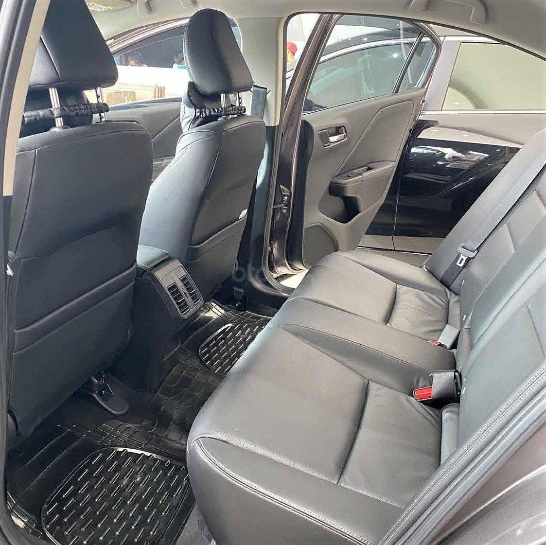 Hàng ghế sau của Honda City TOP 2018 khá thoải mái cho người 170 cm 1