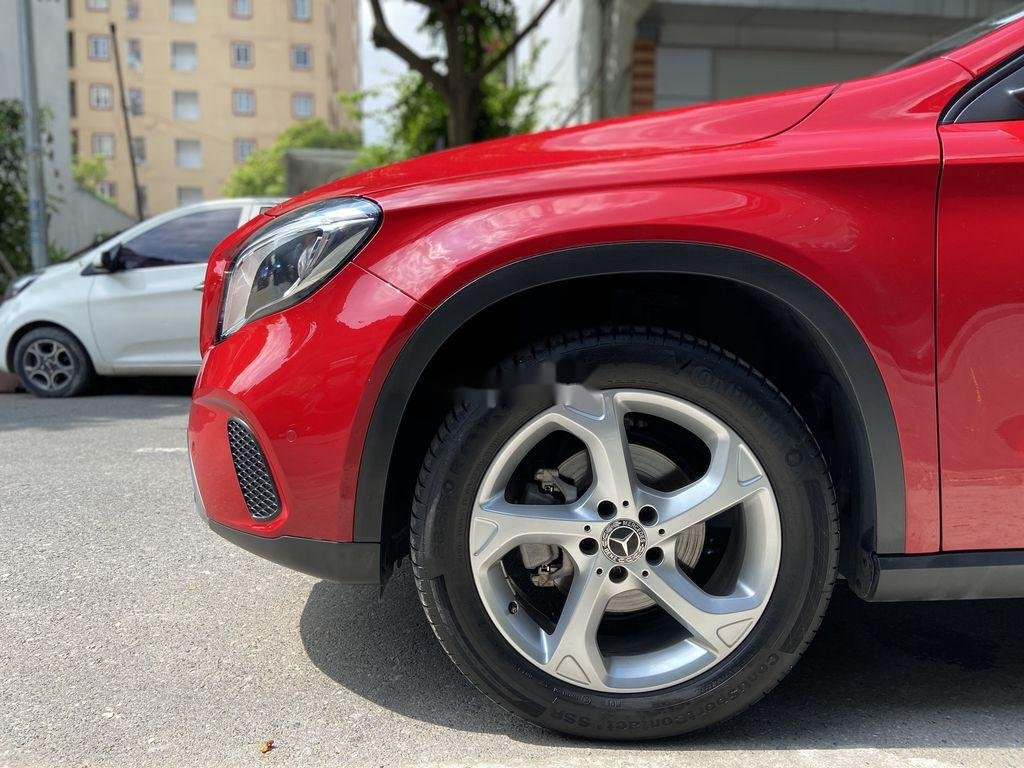 Bán Mercedes GLA 200  Facelift đời 2017, màu đỏ, xe nhập (4)