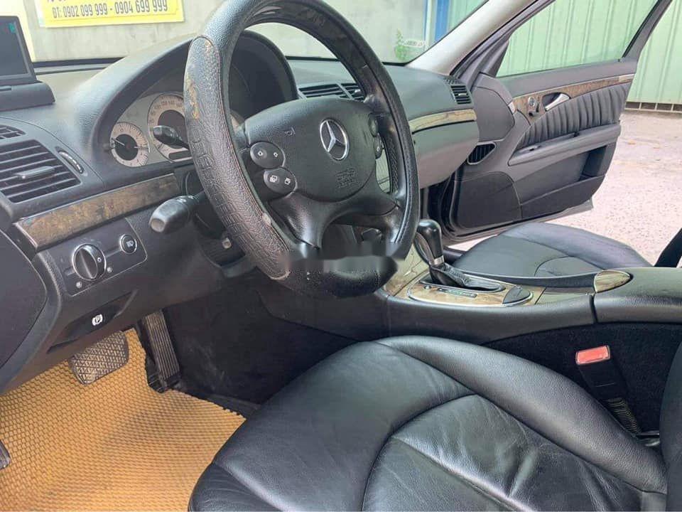 Gia đình bán Mercedes E200 đời 2007, màu đen  (6)