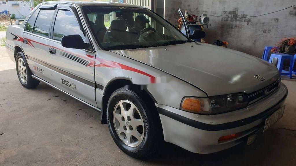Gia đình bán xe Honda Accord năm 1992, màu bạc (5)