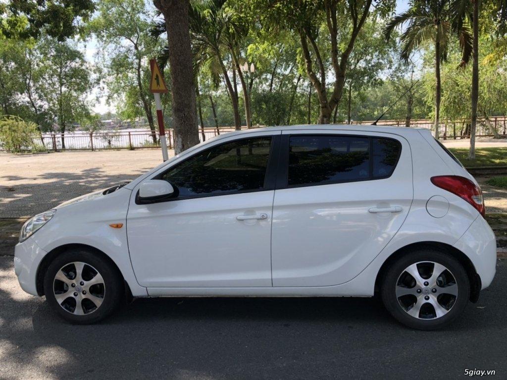Bán Hyundai i20 đời 2011, màu trắng (5)