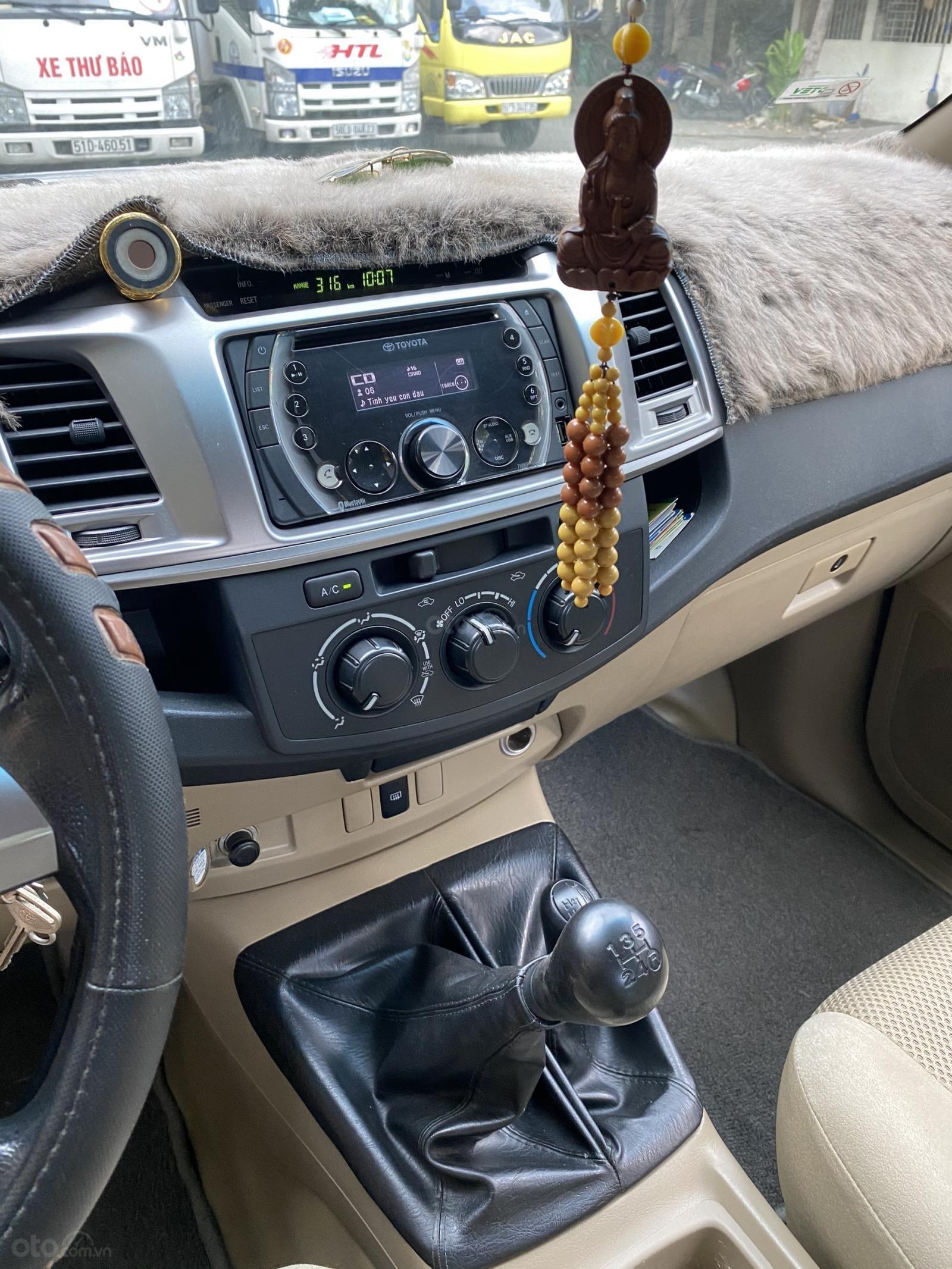 Bán Toyota Hilux 4x4 đời 2014, màu bạc còn rất mới giá chỉ 430 triệu (6)