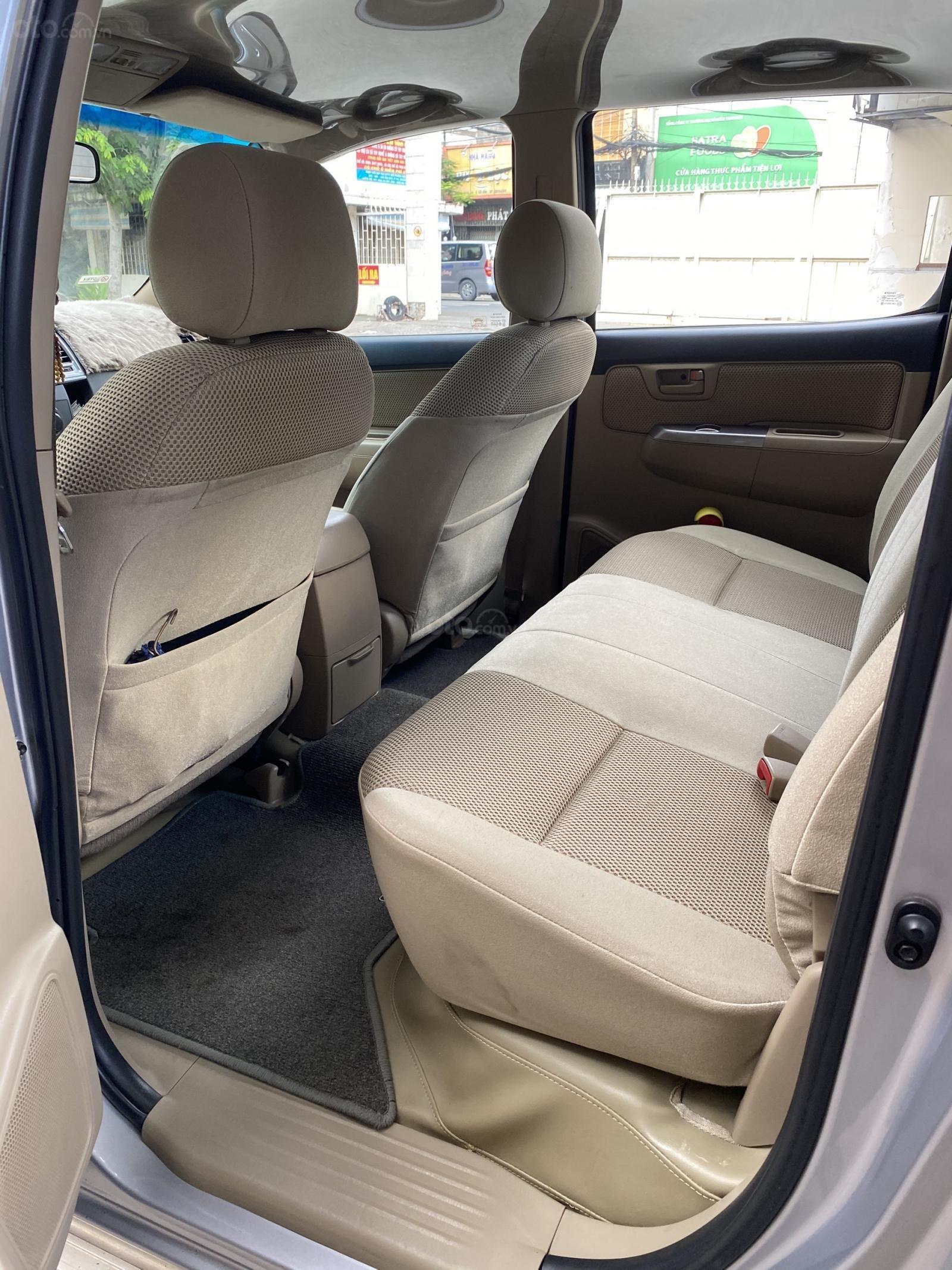 Bán Toyota Hilux 4x4 đời 2014, màu bạc còn rất mới giá chỉ 430 triệu (14)