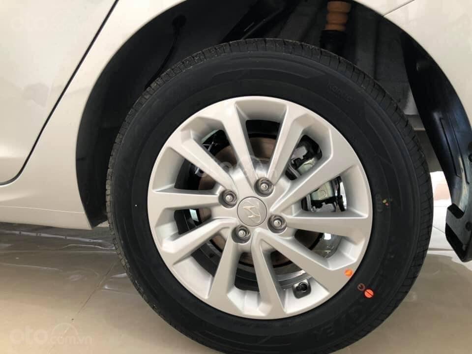 Hyundai Ngọc An bán Hyundai Accent giá tốt, góp 90%, đủ màu xe giao ngay, tặng tiền mặt, giá tốt nhất miền Nam (4)