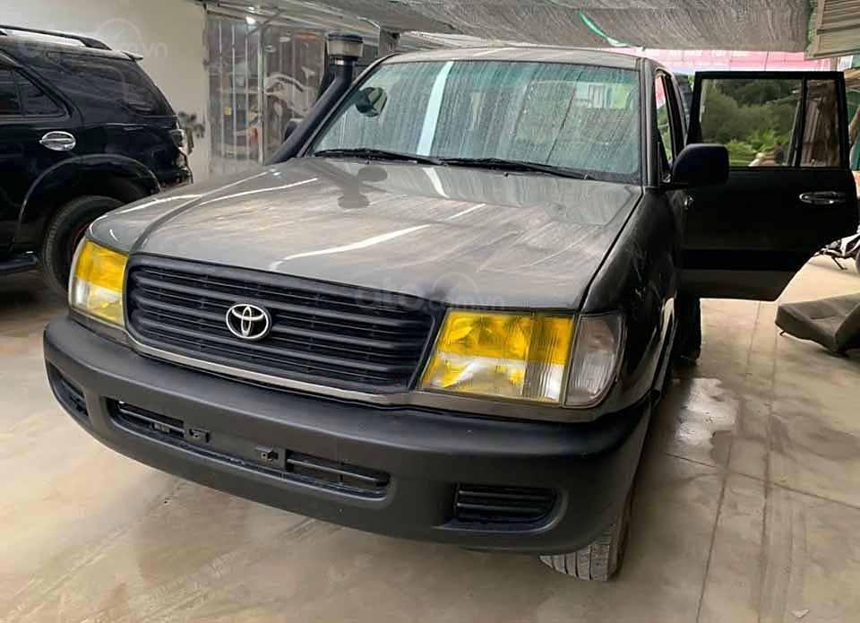 Bán ô tô Toyota Land Cruiser đời 2001, màu xám, nhập khẩu, giá tốt (1)