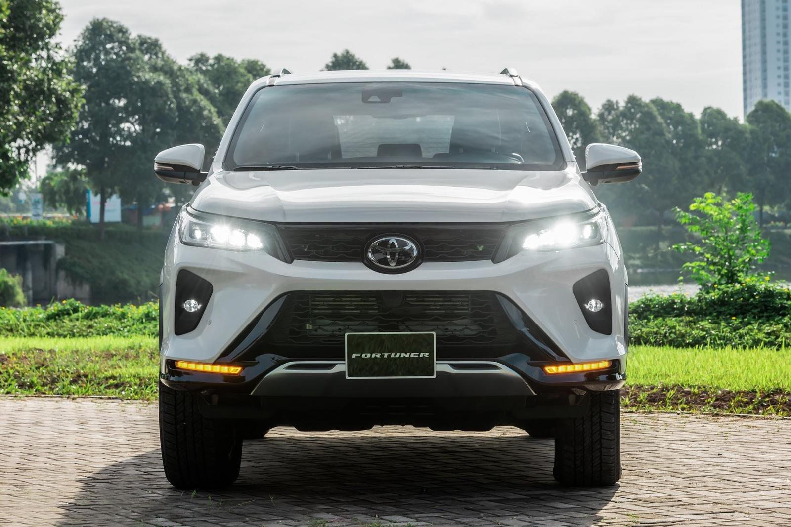 Thông số kỹ thuật xe Toyota Fortuner 2021 về ngoại thất.
