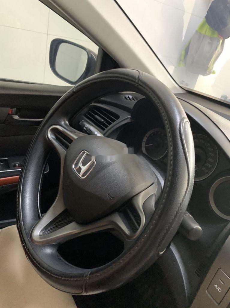 Bán Honda City năm sản xuất 2013, màu bạc số sàn (4)