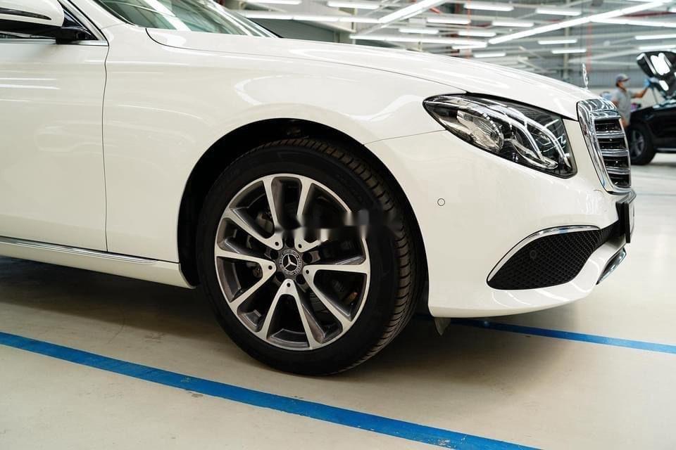 Bán xe Mercedes E200 Exclusive sản xuất 2020, màu trắng, mới hoàn toàn (6)