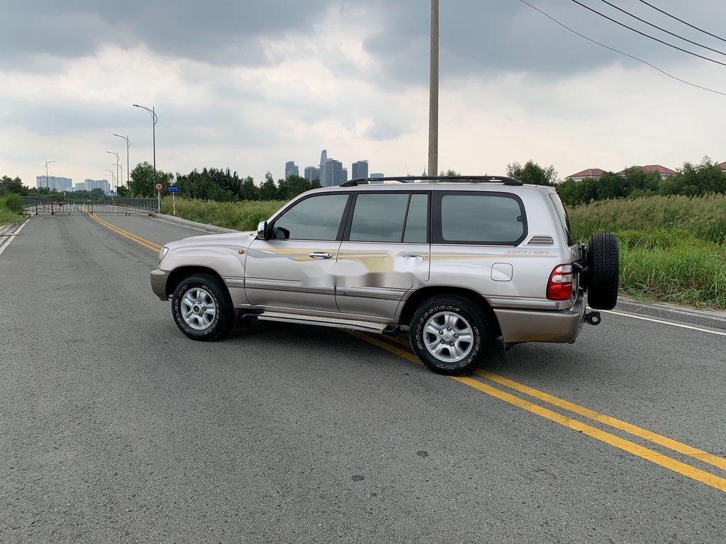 Cần bán lại xe Toyota Land Cruiser 2004, màu bạc (2)
