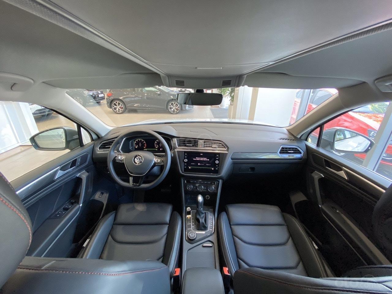 Xe Tiguan Luxury xanh rêu - khuyến mãi giá tốt - SUV 7 chỗ nhập khẩu (9)