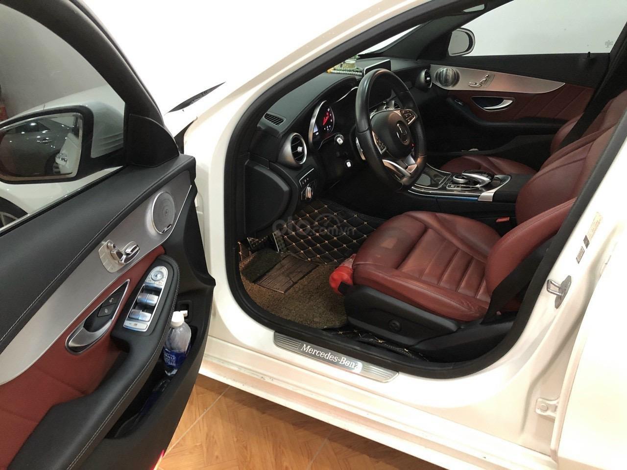 Cần bán xe Mercedes C300 AMG sản xuất 2017 (2)
