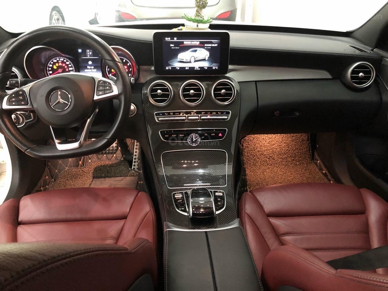Cần bán xe Mercedes C300 AMG sản xuất 2017 (4)