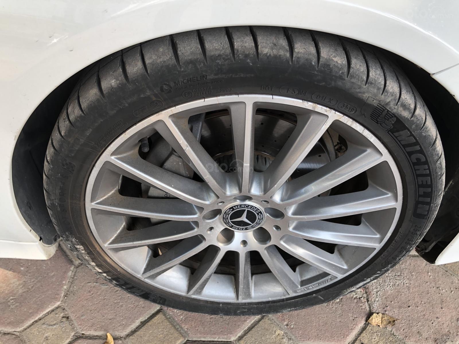 Cần bán xe Mercedes C300 AMG sản xuất 2017 (6)