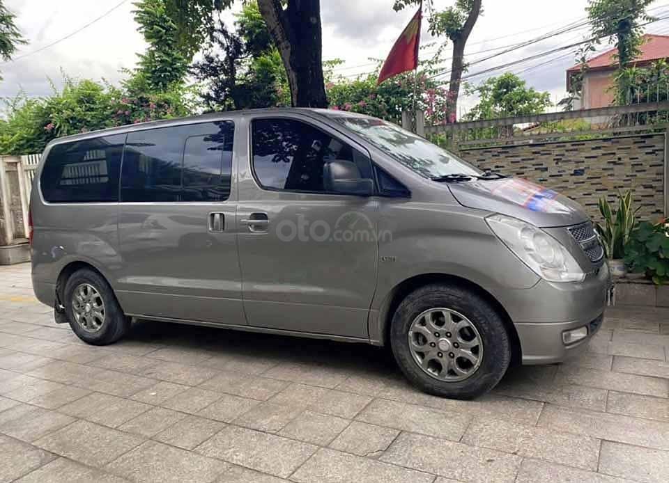 Cần bán Hyundai Grand Starex Van 2.5 AT năm 2008, màu xám, xe nhập còn mới  (1)