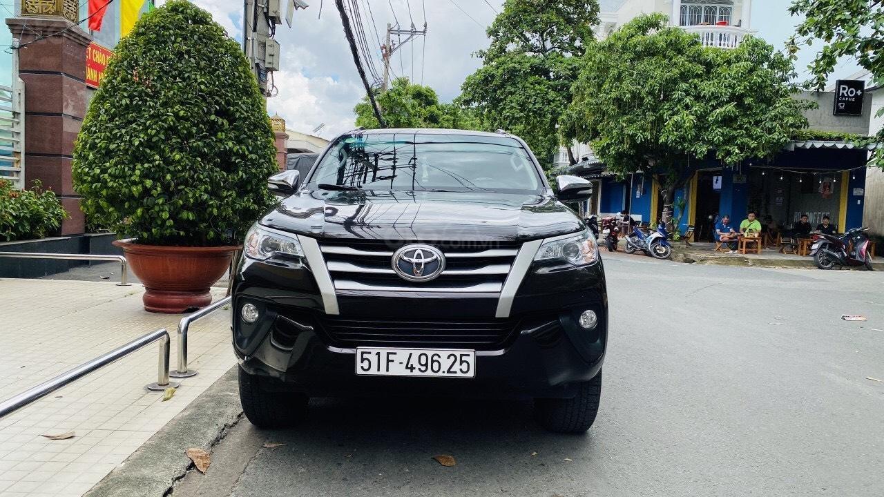 Chính chủ cần bán gấp Toyota Fortuner 2017, số sàn, giá mềm (1)
