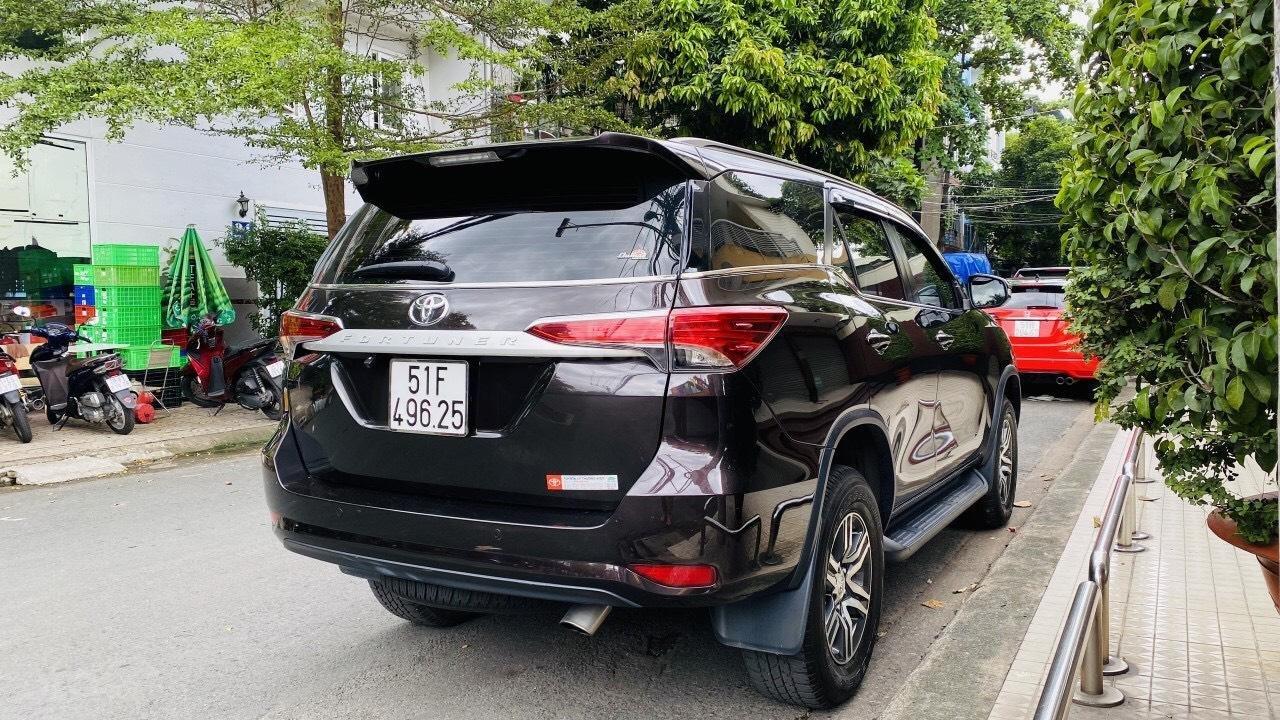 Chính chủ cần bán gấp Toyota Fortuner 2017, số sàn, giá mềm (6)