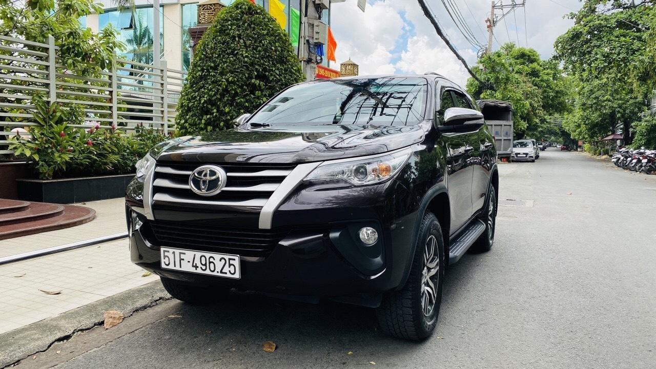 Chính chủ cần bán gấp Toyota Fortuner 2017, số sàn, giá mềm (11)