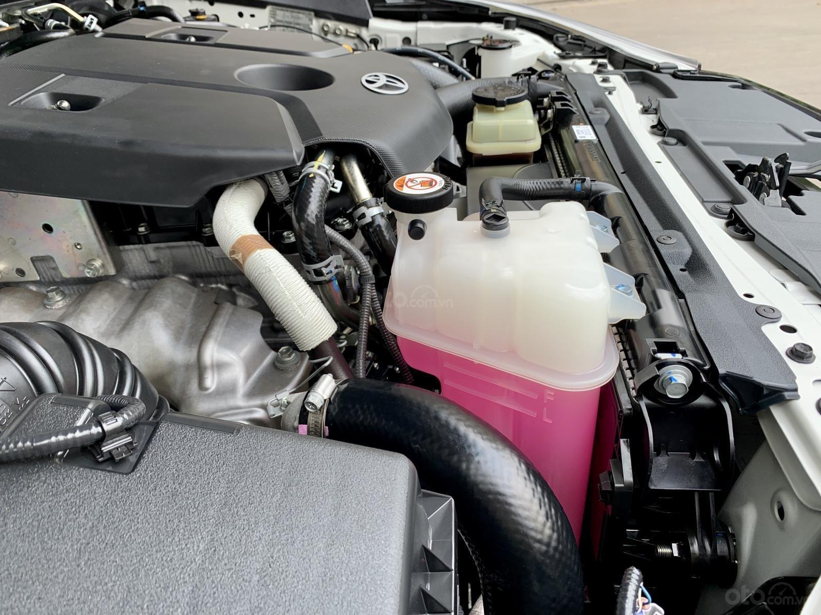 Hilux 2.4E dầu, tự động, một cầu. Mới và zin như xe thùng, đi 11000 km (7)