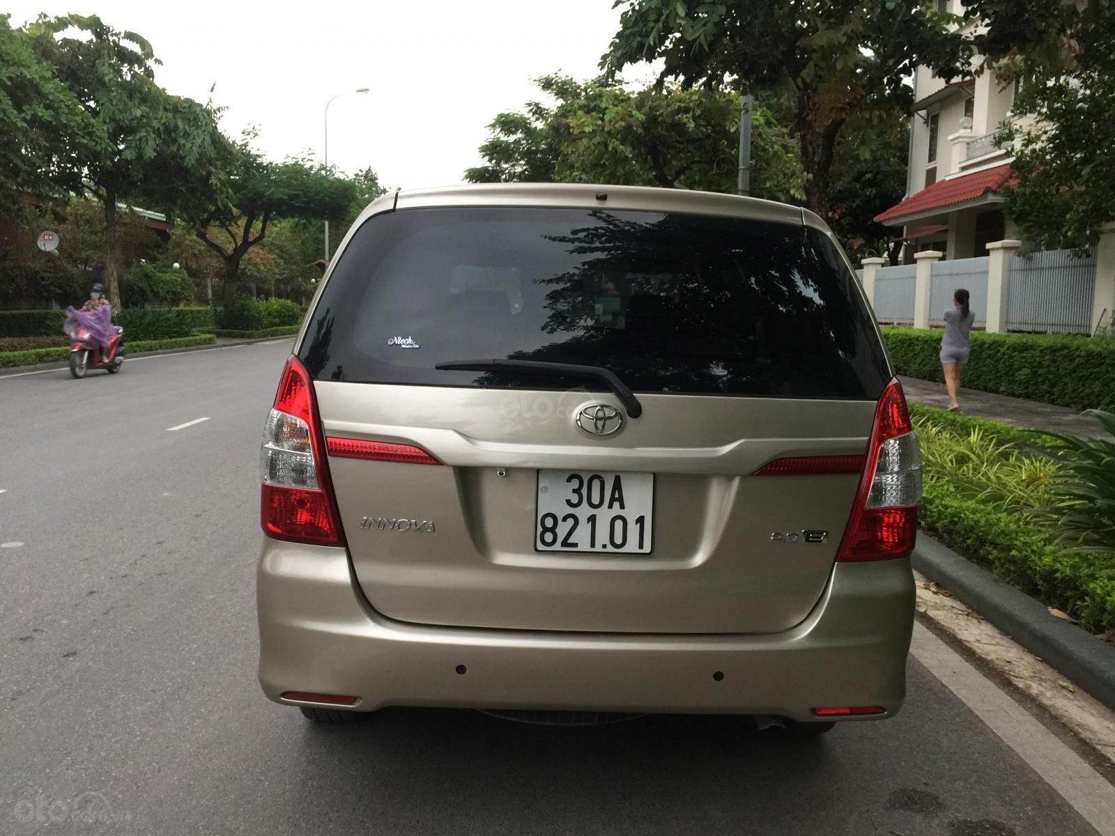 Chính chủ tôi cần bán Toyota Innova 2.0E 2015 số sàn, màu vàng cát (2)