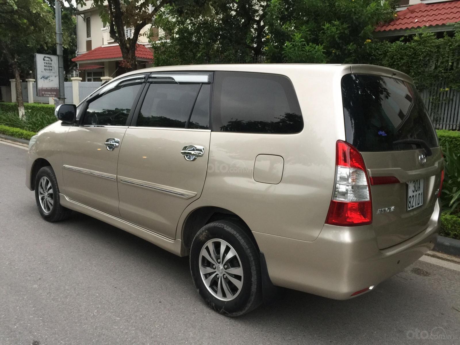 Chính chủ tôi cần bán Toyota Innova 2.0E 2015 số sàn, màu vàng cát (4)