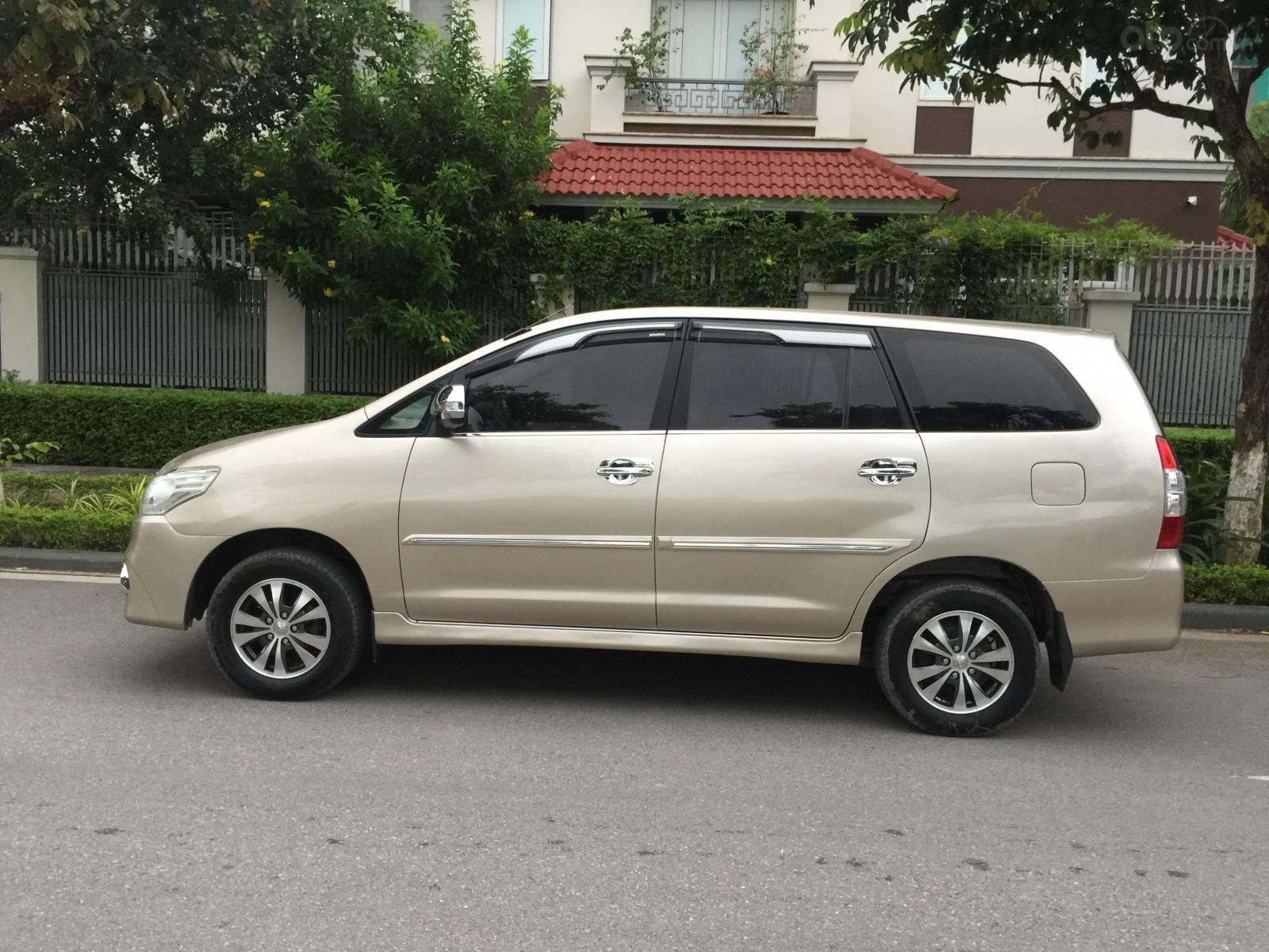 Chính chủ tôi cần bán Toyota Innova 2.0E 2015 số sàn, màu vàng cát (5)