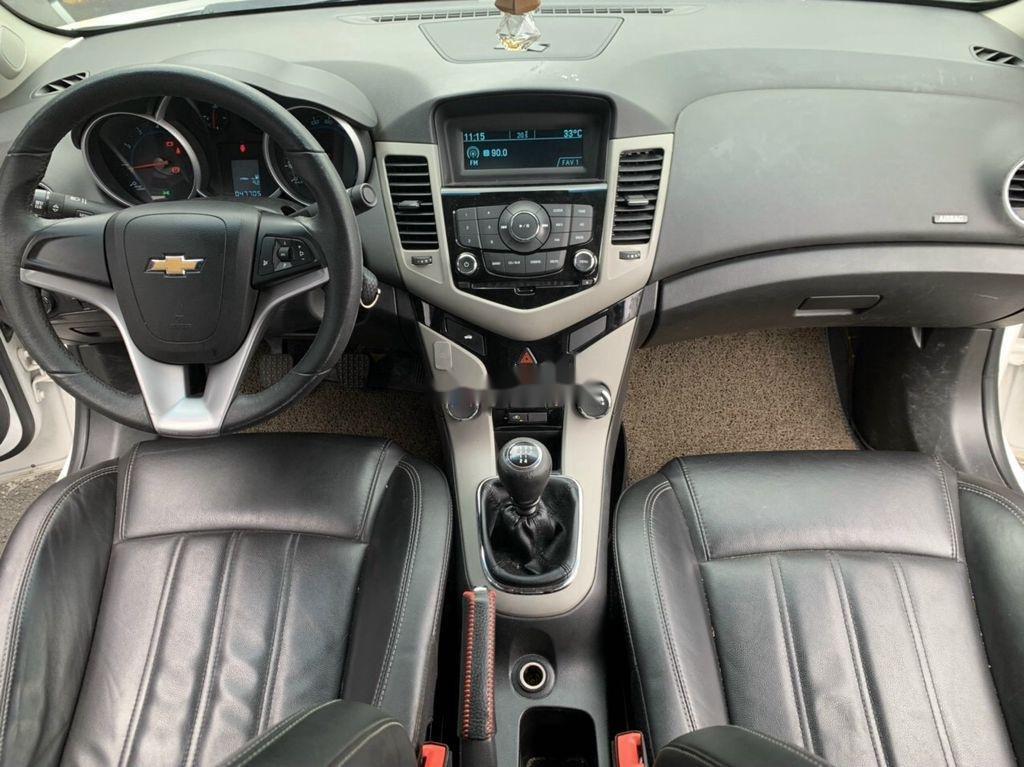 Xe Chevrolet Cruze sản xuất 2017 còn mới (8)
