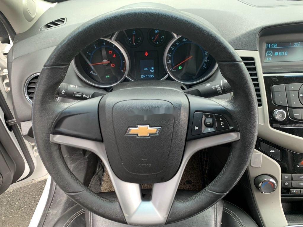 Xe Chevrolet Cruze sản xuất 2017 còn mới (9)