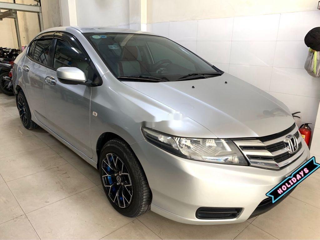 Bán Honda City năm sản xuất 2013, màu bạc số sàn (3)