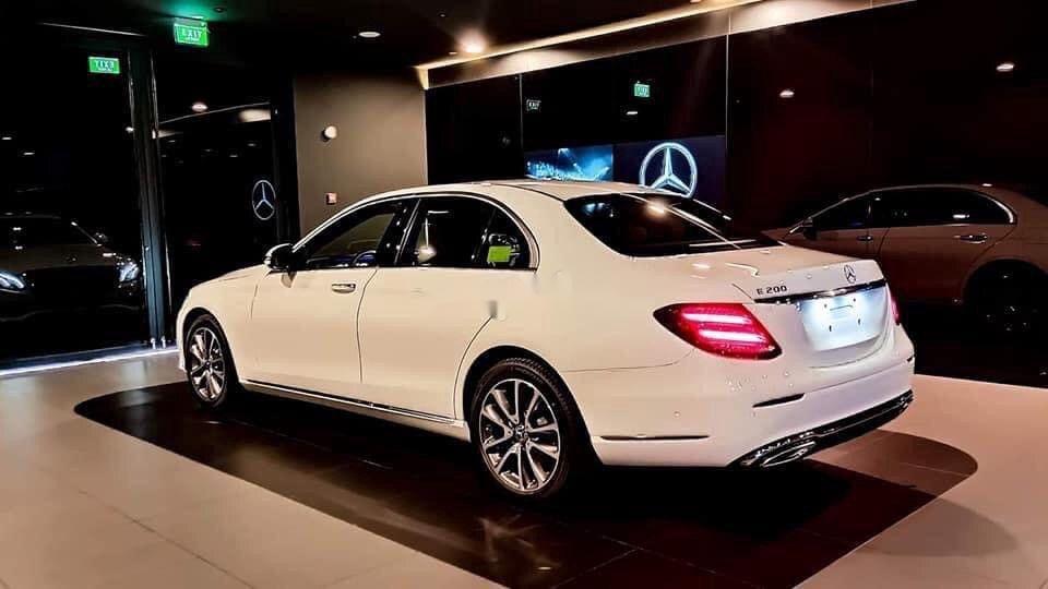 Bán xe Mercedes E200 Exclusive sản xuất 2020, màu trắng, mới hoàn toàn (4)
