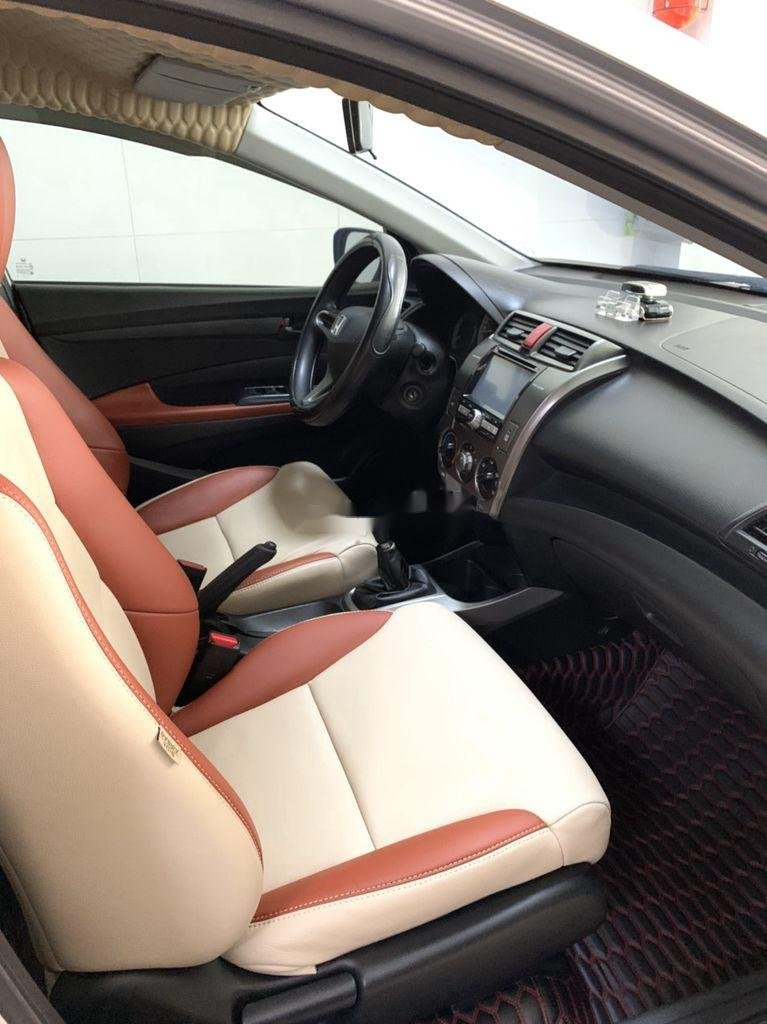 Bán Honda City năm sản xuất 2013, màu bạc số sàn (6)
