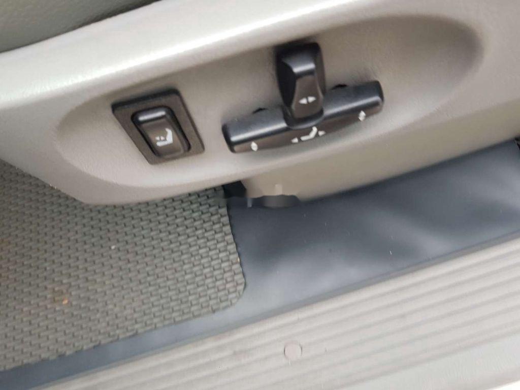 Xe Kia Carnival sản xuất năm 2009, nhập khẩu nguyên chiếc còn mới (4)