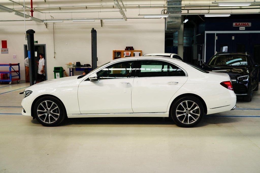Bán xe Mercedes E200 Exclusive sản xuất 2020, màu trắng, mới hoàn toàn (5)