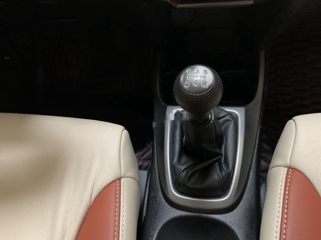 Bán Honda City năm sản xuất 2013, màu bạc số sàn (5)