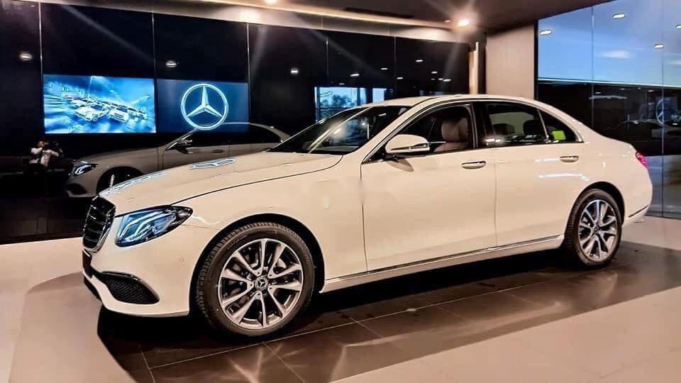 Bán xe Mercedes E200 Exclusive sản xuất 2020, màu trắng, mới hoàn toàn (3)