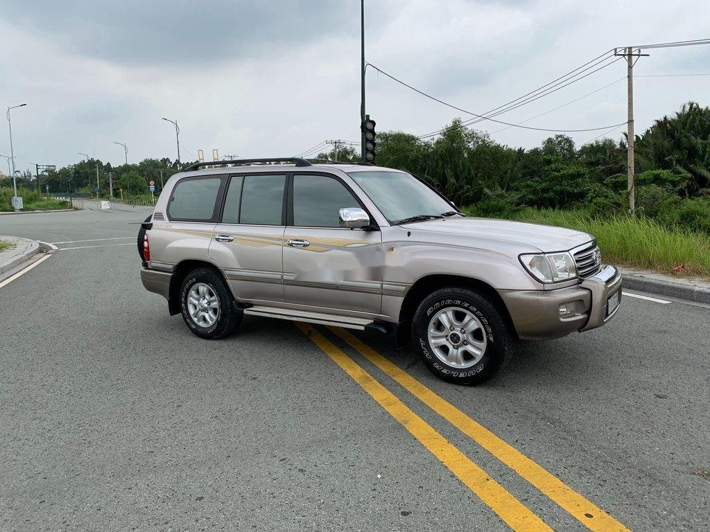 Cần bán lại xe Toyota Land Cruiser 2004, màu bạc (1)
