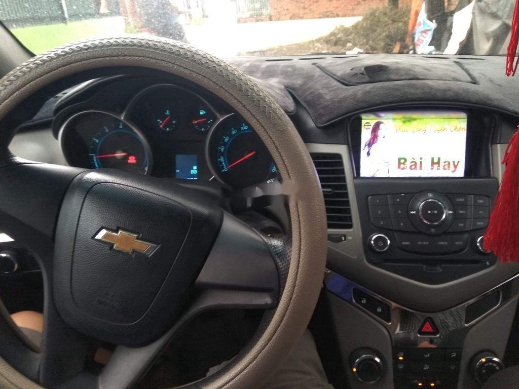 Cần bán xe Chevrolet Cruze năm sản xuất 2011, xe gia đình (4)