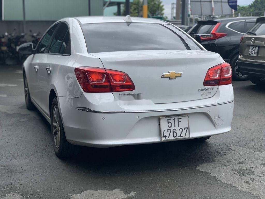 Xe Chevrolet Cruze sản xuất 2017 còn mới (3)