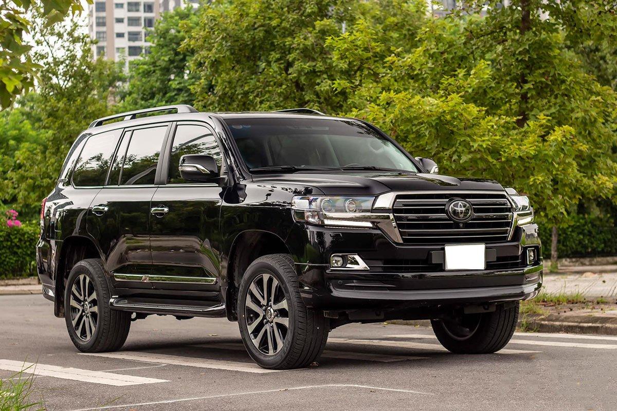Toyota Land Cruiser cũ nhập Nga bán lại giá cao hơn xe 'đập hộp' chính hãng