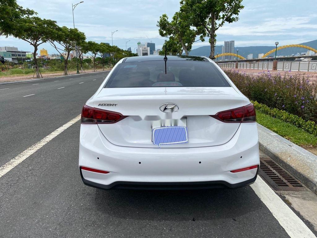 Cần bán xe Hyundai Accent năm 2018, màu trắng, nhập khẩu, giá tốt (3)