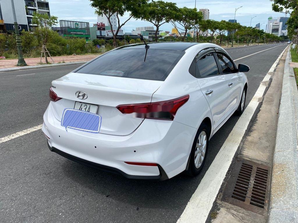 Cần bán xe Hyundai Accent năm 2018, màu trắng, nhập khẩu, giá tốt (4)