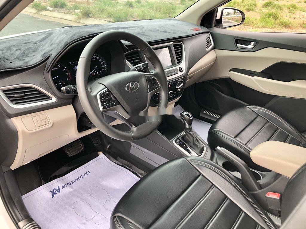 Bán xe Hyundai Accent 2019, màu trắng (9)