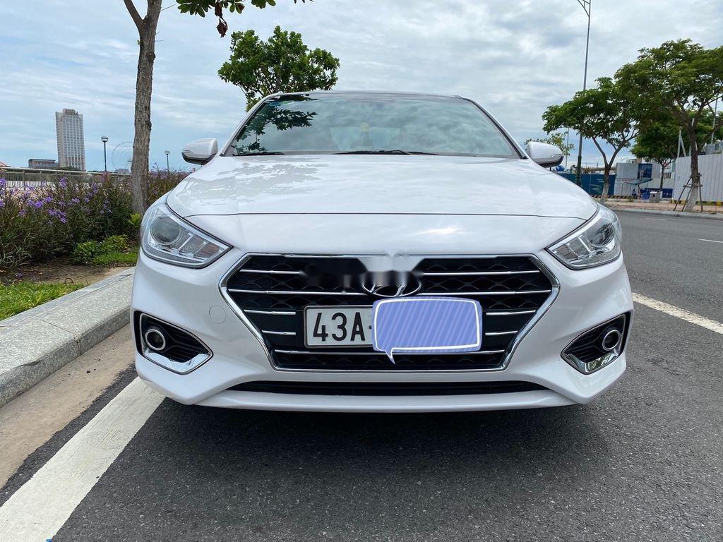Cần bán xe Hyundai Accent năm 2018, màu trắng, nhập khẩu, giá tốt (1)