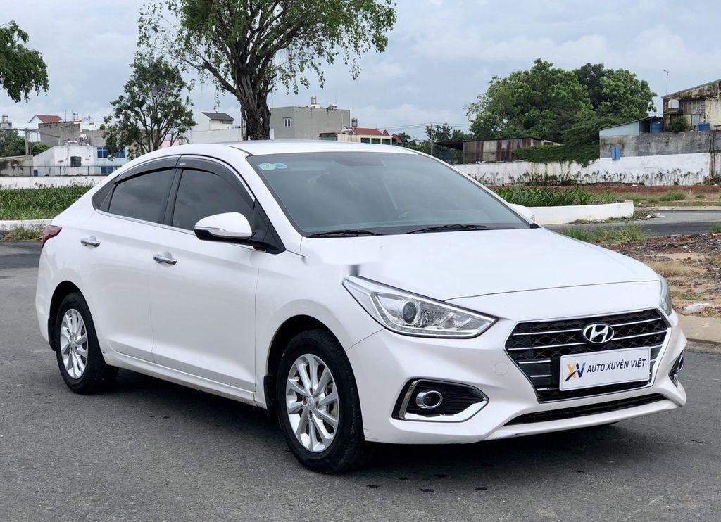 Bán xe Hyundai Accent 2019, màu trắng (2)